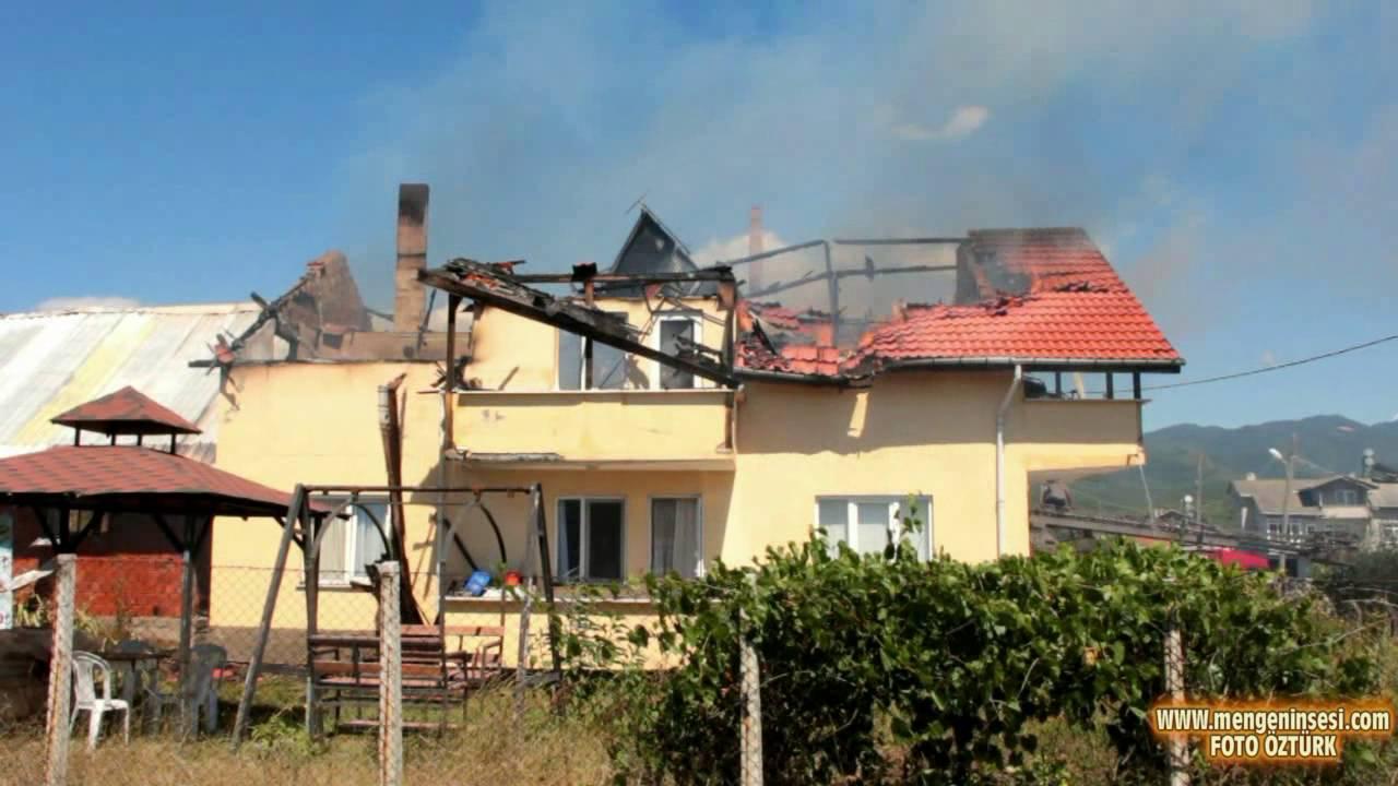 Mengen'de çatıdan başlayan yangında binanın tek katı küle döndü