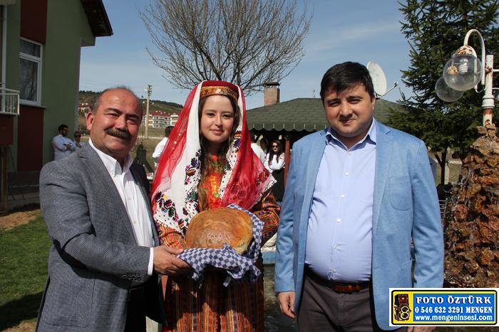 Aşçı adaylarına uygulamalı köy ekmeği yapımı dersi