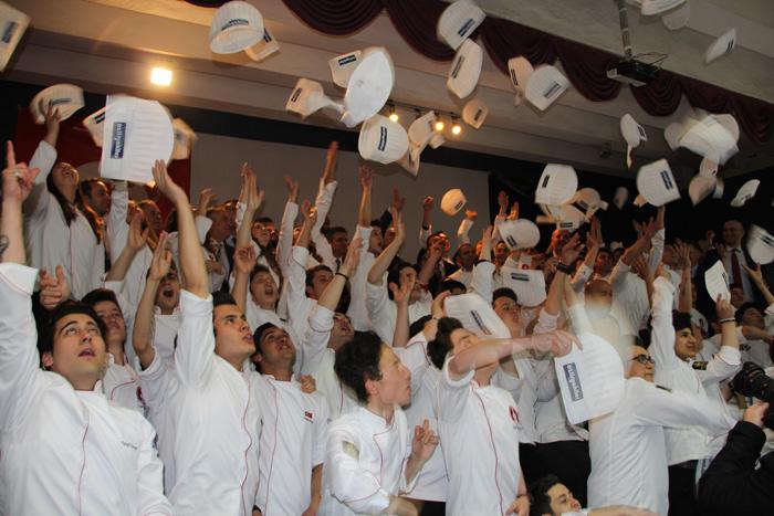 Bakan Özlü,Mengen Aşçılık Lisesi'ne  modern bir mutfak ve araç sözü verdi