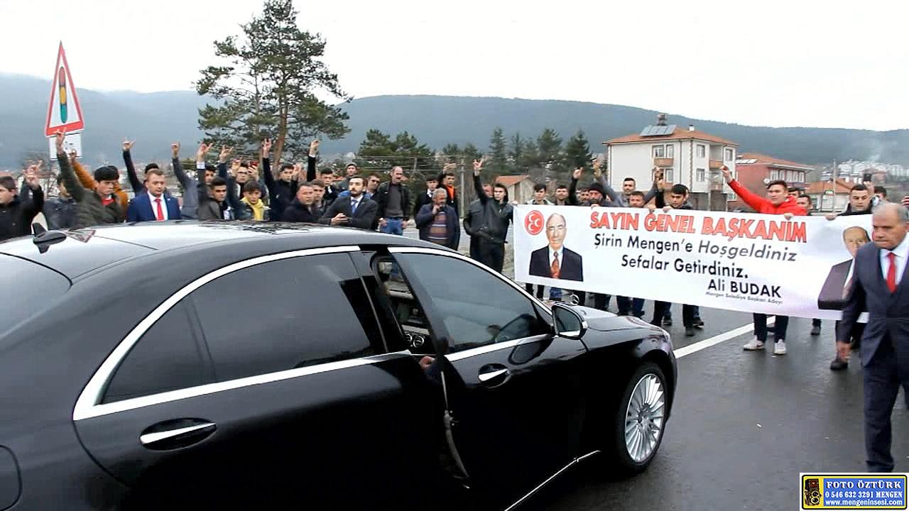 MHP Genel Başkanı Devlet Bahçeli, Mengen'de Vatandaşları Selamladı