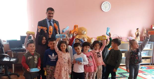 Mengen'de Öğrencilere Diş Macunu ve Fırçası Dağıtıldı