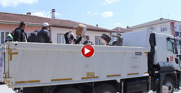 Mengen Belediyesi kamyonda davul-zurna çaldırıp , 23 Nisan coşkusu yaşattı