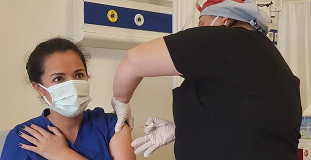 Mengen de sağlık çalışanlarına COVID-19 aşısı uygulanmaya başlandı
