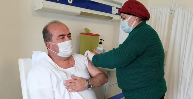 Belediye Başkanı Turhan Bulut koronavirüs aşısını yaptırdı.