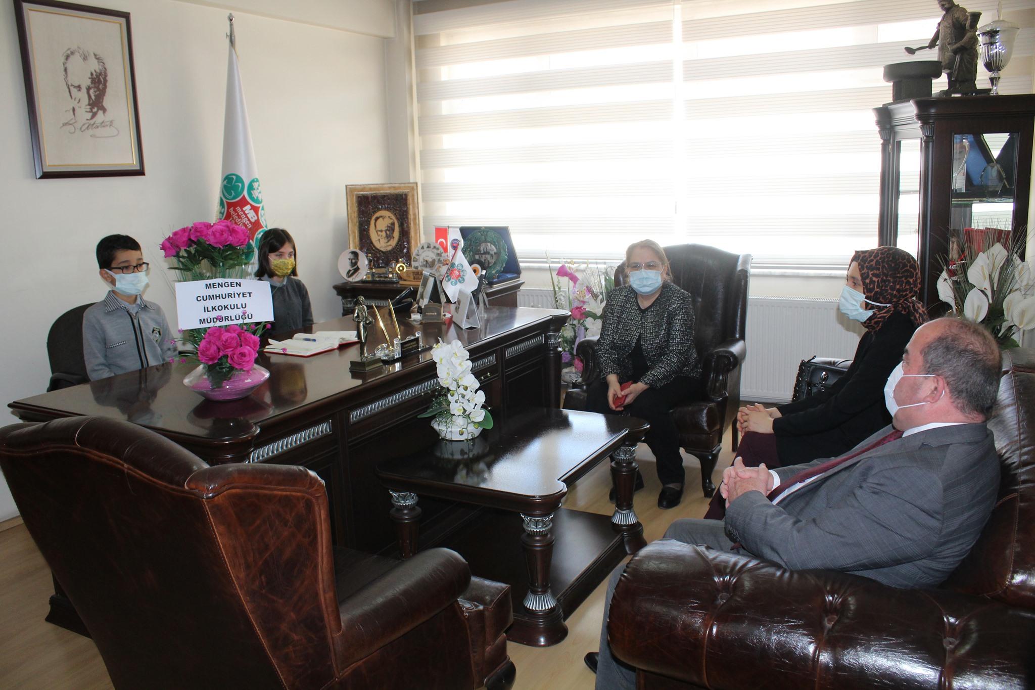 23 Nisan Çocukları Mengen Belediyesi makam koltuğunda