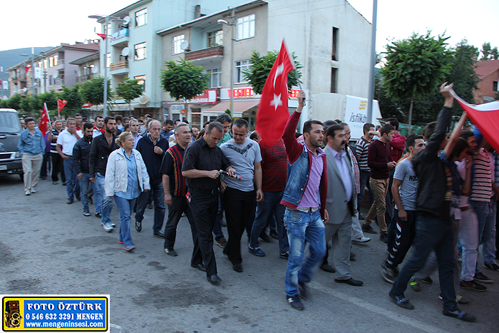 Mengen'de teröre tepki ve şehitlere saygı yürüyüşü düzenlendi.